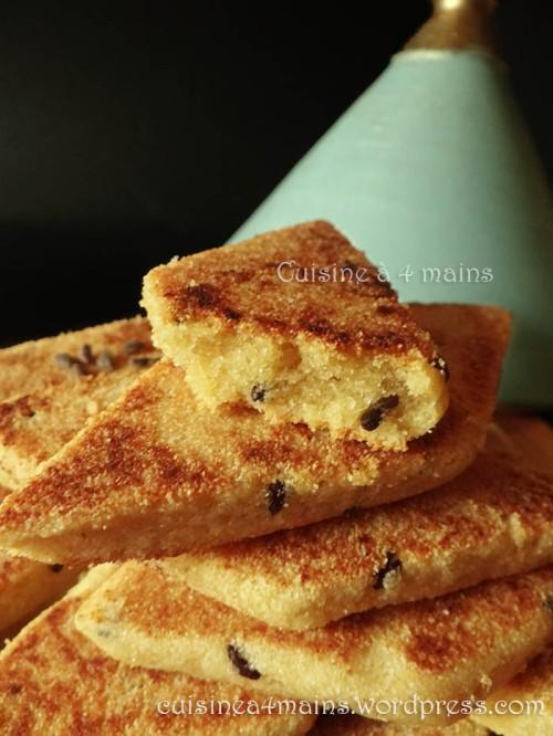 mbessess-au-zkoko1-galettes-algeriennes-aux-graines-de-pin-cuisine-a-4-mains